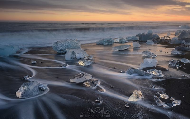 winter, ice, breidamerkursandur, iceland, jokulsarlon glacial lagoon, chunks of ice, glacier, jokulsarlon lagoon, ocean, black volcanic-sand beach, ice-chunks, polished, stranded, shore, diamonds, black velvet Берег Алмазовphoto preview