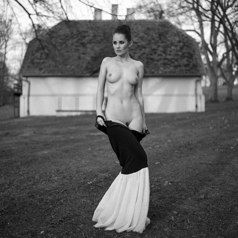 akt, nude, erotica, women, analog, film, ilford, hasselblad, ninoveron, bw, 6x6, Martaphoto preview