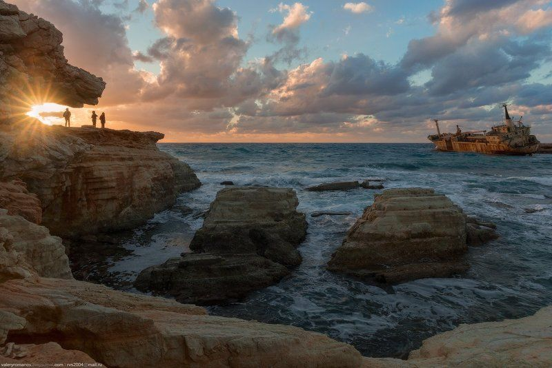 кораблекрушение, Едро, Пейя, Кипр, Декабрь, корабль, берег, камни, скалы, люди, солнце, закат, восход, небо, море Закат рядом с кораблекрушением Едро III - Sunset at The Edro III Shipwreckphoto preview