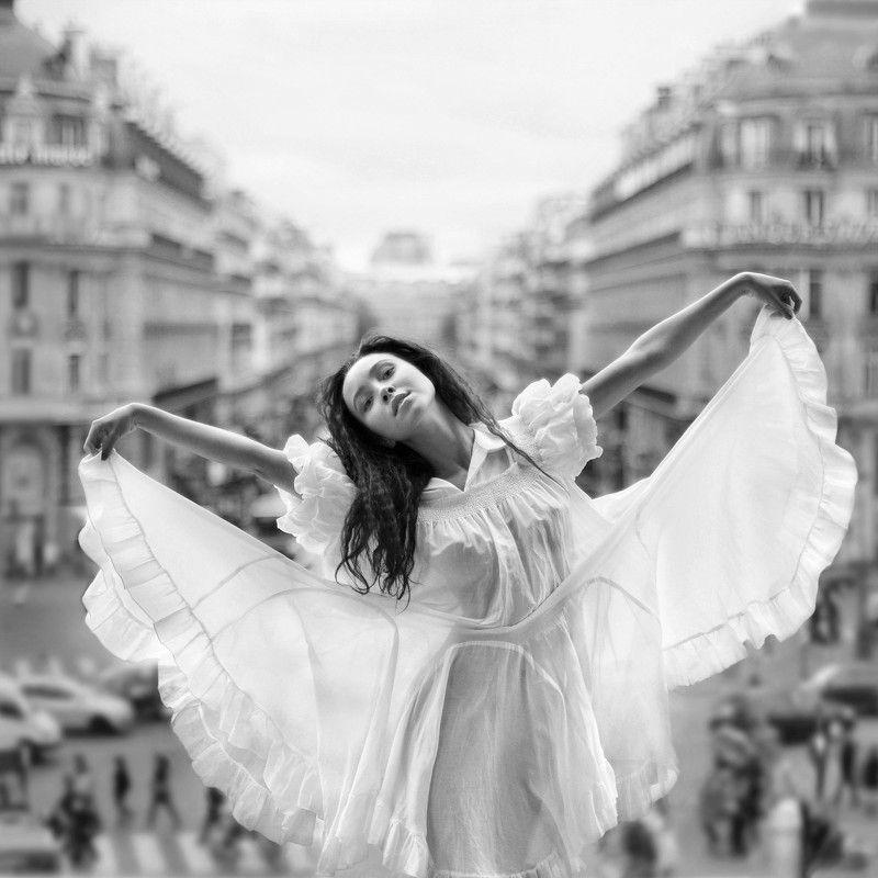 girl, portrait, emotive, joy, flight, seduction, sensuality, walk, wind, dress, paris Маленькая парижанкаphoto preview