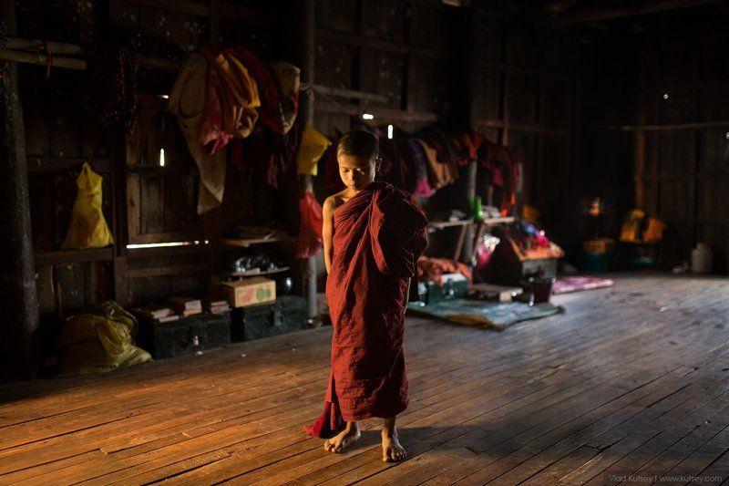 мьянма, бирма, монах, монастырь, инле, тиковый, тиковый_монастырь, тиковые_дерево Древний тиковый монастырьphoto preview