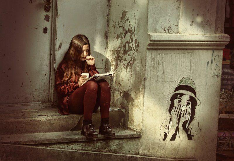 грузия, тбилиси, девочка, улица, рисунок, чтение, тишина, увлечённость ** & **photo preview