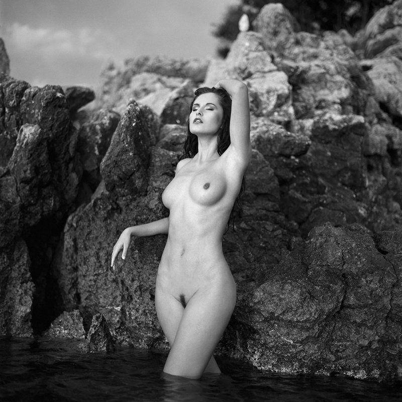 akt, nude, analog, hasselblad, ninoveron, women, croatia, bw, 6x6, Martaphoto preview