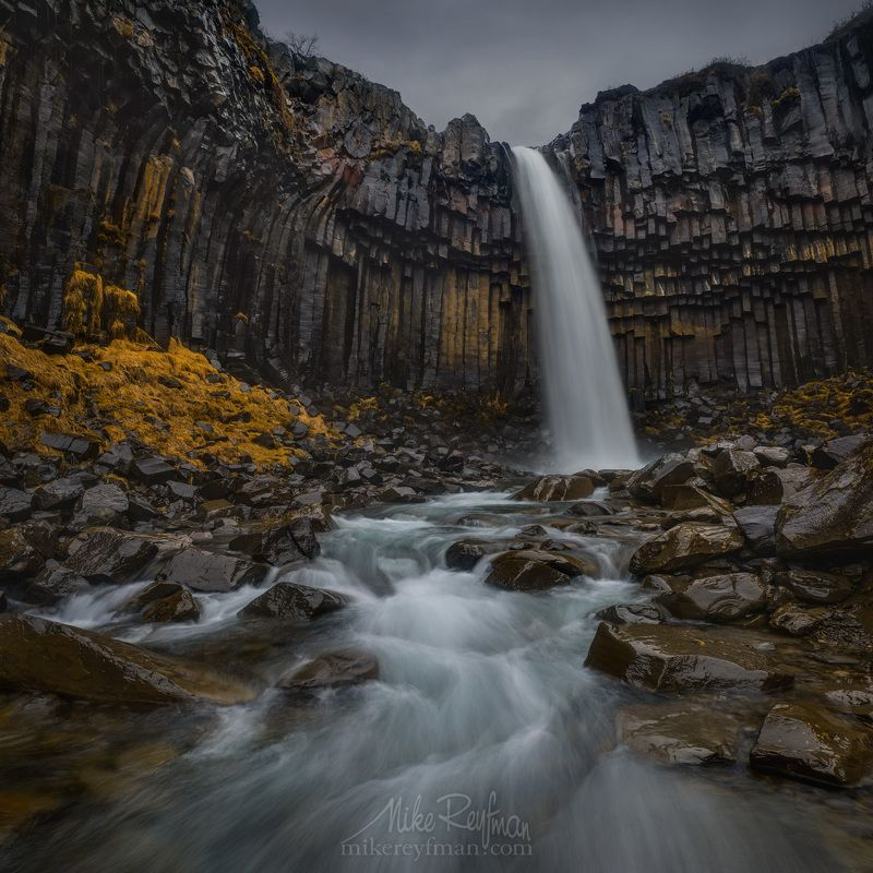 atmospheric mood, basalt column, grey sky, dramatic landscape, famous place, iceland, outdoors, overcast, photography, stream, rock - object, skaftafell, skaftafell national park, south central iceland, svartifoss waterfall, travel destinations, vatnajoku Мокрый Черный Водопадphoto preview