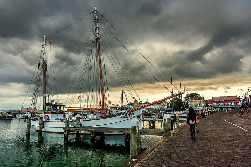 fishboat , vessel, fishing village, sea, vessel, awaiting, holland, volendam Вернутся до шторма...photo preview