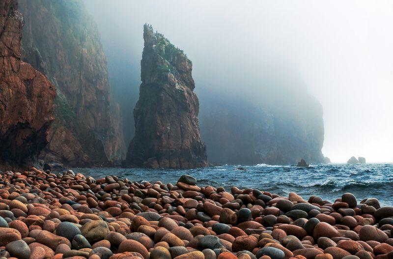 Русский, остров, Владивосток, Приморский край, Приморье, море, скалы Бухта Красной галькиphoto preview