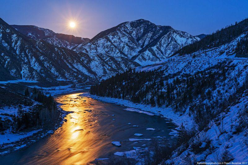 #алтай_чудеса_природы #алтай #сибирь #siberia #павел_филатов #pavel_filatov #filatovpavelaltai #ночь #катунь #весна #льдины #луна #полнолуние #вечер Катунское полнолуниеphoto preview