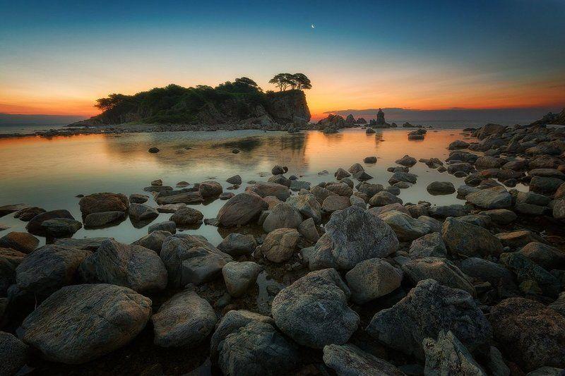 приморье, море, рассвет, скалы, сосны, заповедник Заповедное Приморьеphoto preview