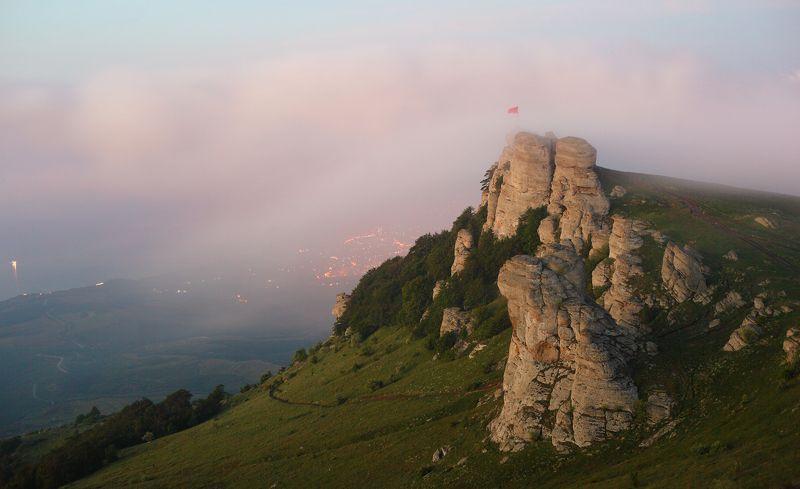 крым, демерджи, туман Демерджи в утреннем туманеphoto preview
