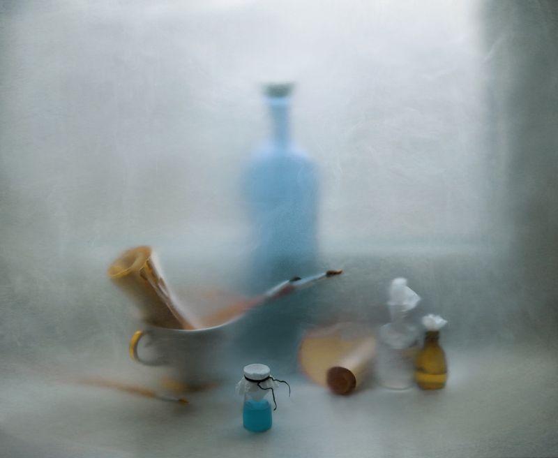 художник, бумага, живопись, бутылочка, краска, кисти, арт, натюрморт, подоконник, чашка photo preview