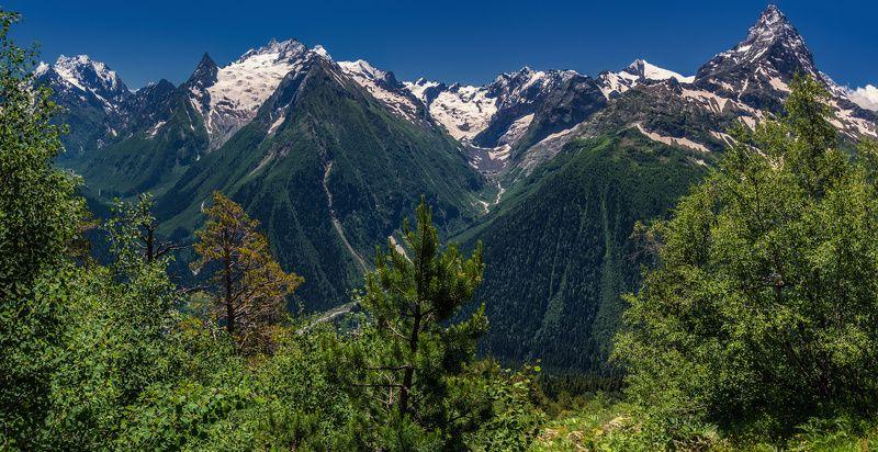 Прогулки в горах Домбаяphoto preview