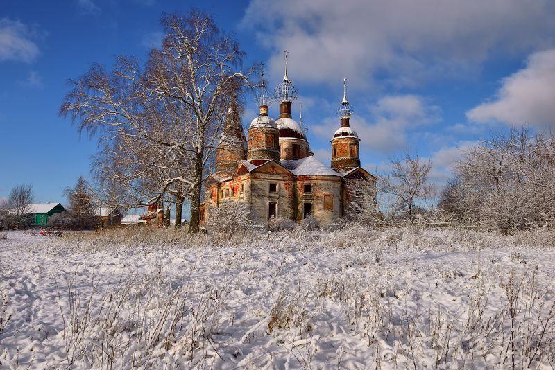 В селе Остров в зимний погожий день...photo preview