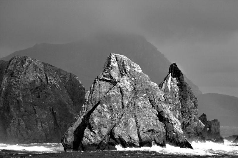 Ч/б перспектива, скала, посвящение Rock photo preview