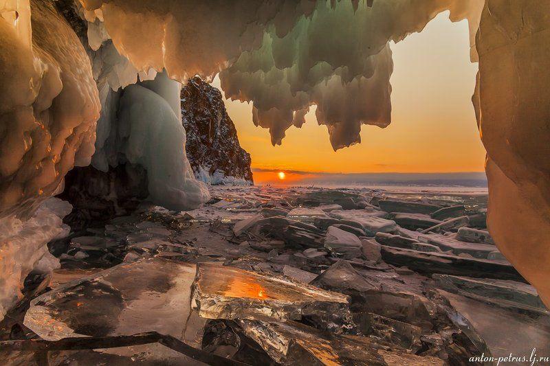 байкал, закат, грот, лед В ледяных оковахphoto preview