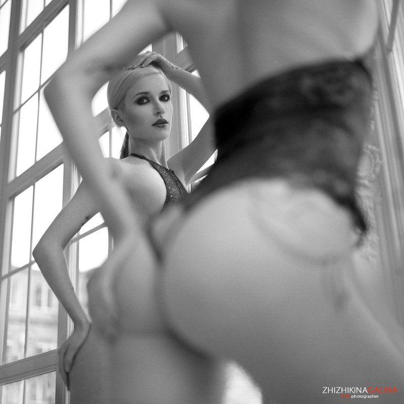 девушка, окно, модель, портрет, жанр, отражение, нежность, руки, черно-белое, прикосновение, модель, фотография, фотосессия, прикосновение, ч/б, 6х6, m-format, middle, film, b&w, soul, photo, photography, portrait, nature, black, art, portrait Подсматриватьphoto preview