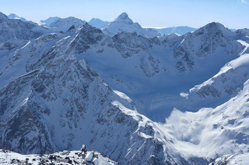 Горы и суета человечковphoto preview