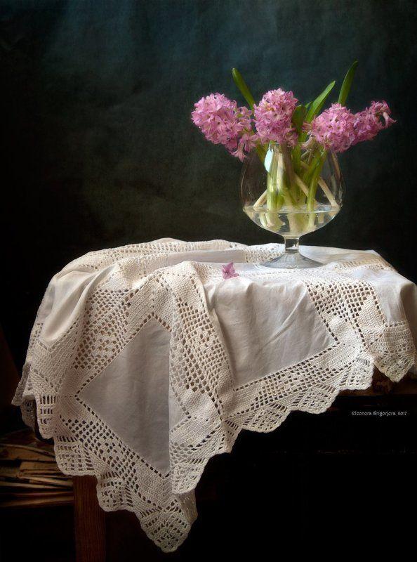 гиацинты, розовый цвет, весна, бокал, стекло, прозрачный, старые газеты, бумага, натюрморт Бокал с веснойphoto preview