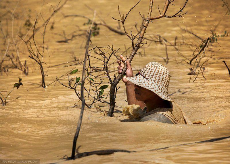 камбоджа, озеро, кхмеры, тонлесап, рыбак, грязь, вода, сиемриеп, siemreap, cambodia, floatingvillages, tonlésap Жизнь на плавуphoto preview
