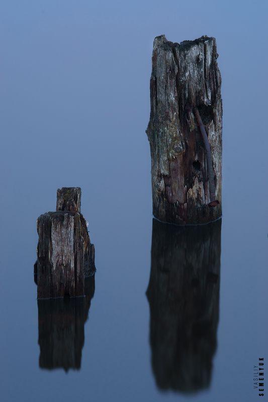 Отражения, озеро, минимализм, столбы. Отражения.photo preview
