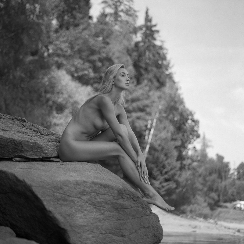 akt, nude, analog, hasselblad, ninoveron, topless, women, fineart, bw, 6x6, Dominikaphoto preview