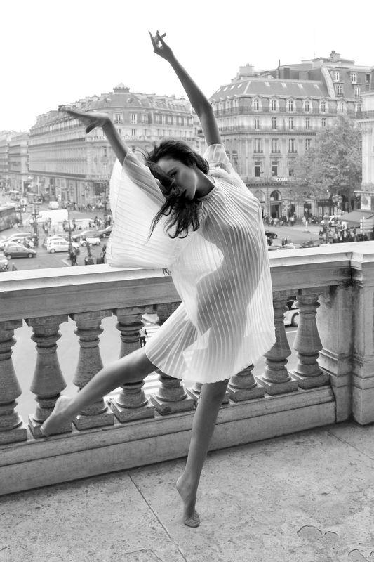 girl, portrait, emotive, seduction, sensuality, dance, dress, transparency, paris Balcony Dancephoto preview