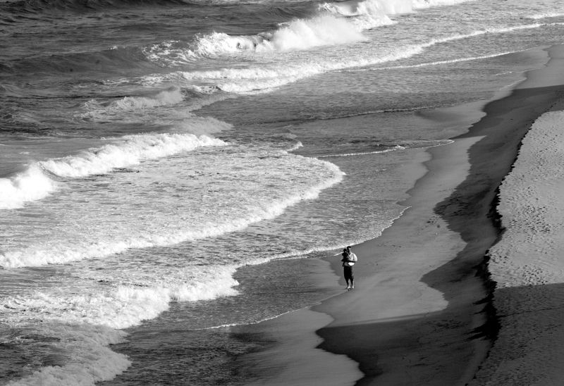 Ч/Б перспектива, океан и люди Отец, Сын и Океанphoto preview