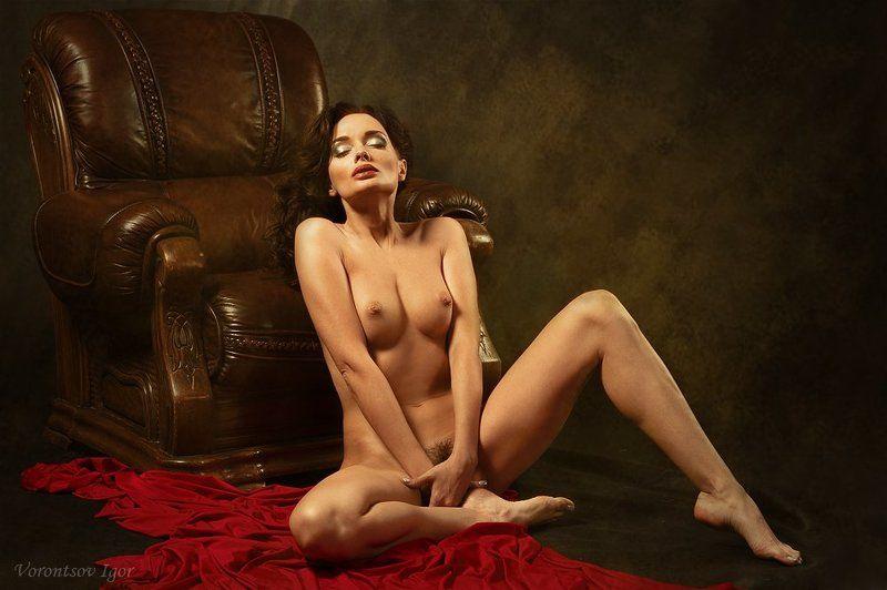 девушка  грудь обнажённая ню винтаж  диван photo preview