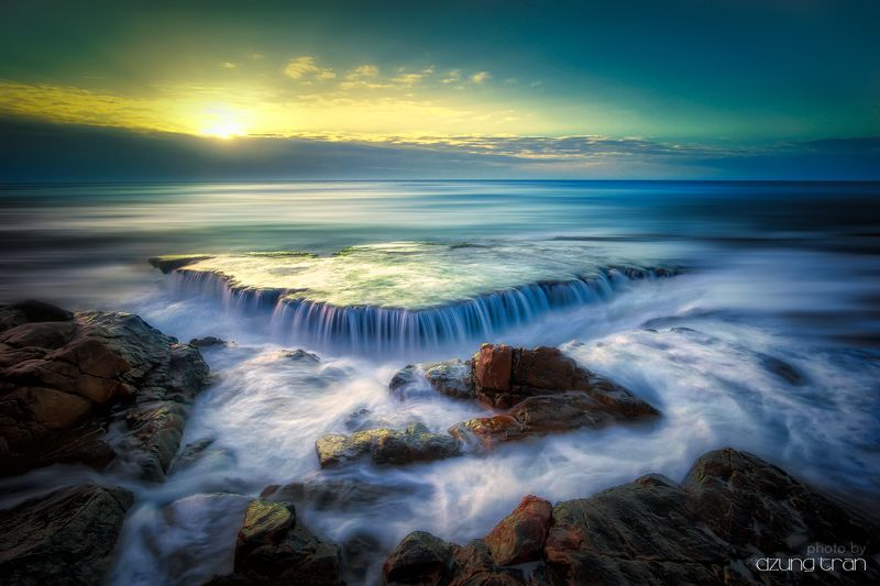 #sunrise #vinhhy #seascape #waterfall Seawaterfallphoto preview
