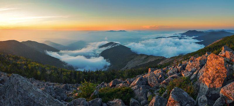 Приморье, Приморский край, Пидан, горы, рассвет, облака Пробуждениеphoto preview