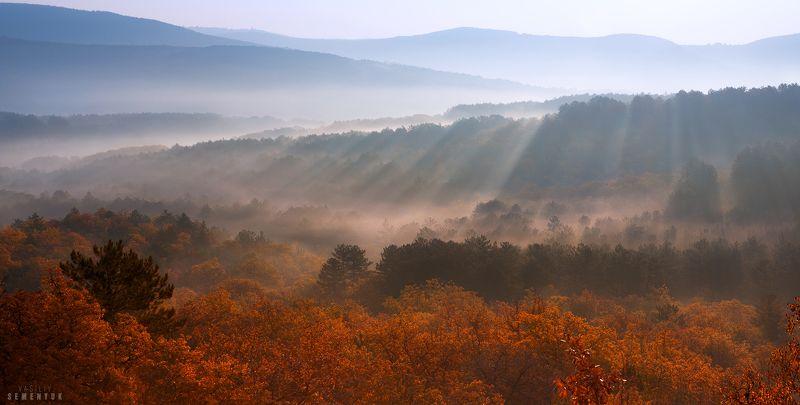Крым, рассвет, туман, горы, утро. Рассвет на перевале Тепе-Кермен.photo preview