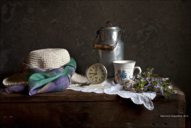 весна, натюрморт, кринка, молоко, кружка, цветы, соломенная шляпка Грёзы о веснеphoto preview