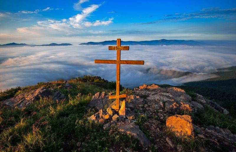 Горы, рассвет, крест, Приморье, Приморский край Храни вас небесаphoto preview