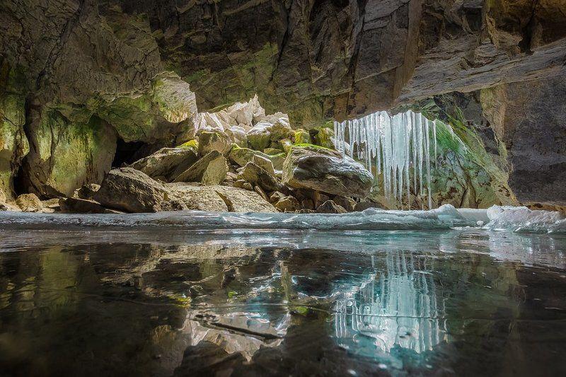 байкал, ольхон, лед, грот, пещера, отражение, сосульки Пещеры, промерзшие до днаphoto preview