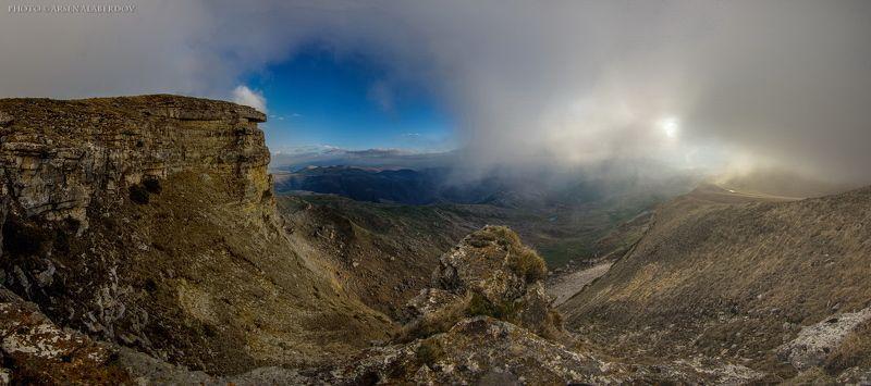 горы, предгорья, хребет, вершины, пики, снег, осень, зима, скалы, холмы, долина, облака, путешествия, туризм, карачаево-черкесия, кабардино-балкария, северный кавказз , закат, свет, лучи ВИД НА ДОЛИНУ С ПЕРЕВАЛА ГУМ БАШИphoto preview