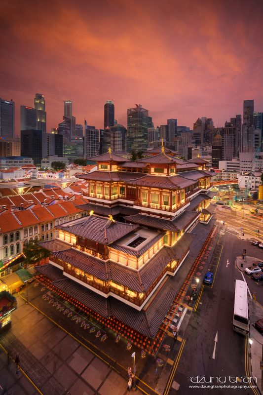 #buddha_tooth_relic_temple #sunset #chinatown #singapore Buddha Tooth Relic Temple sunsetphoto preview