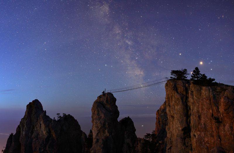 Предрассветное небо над зубцами Ай-Петриphoto preview
