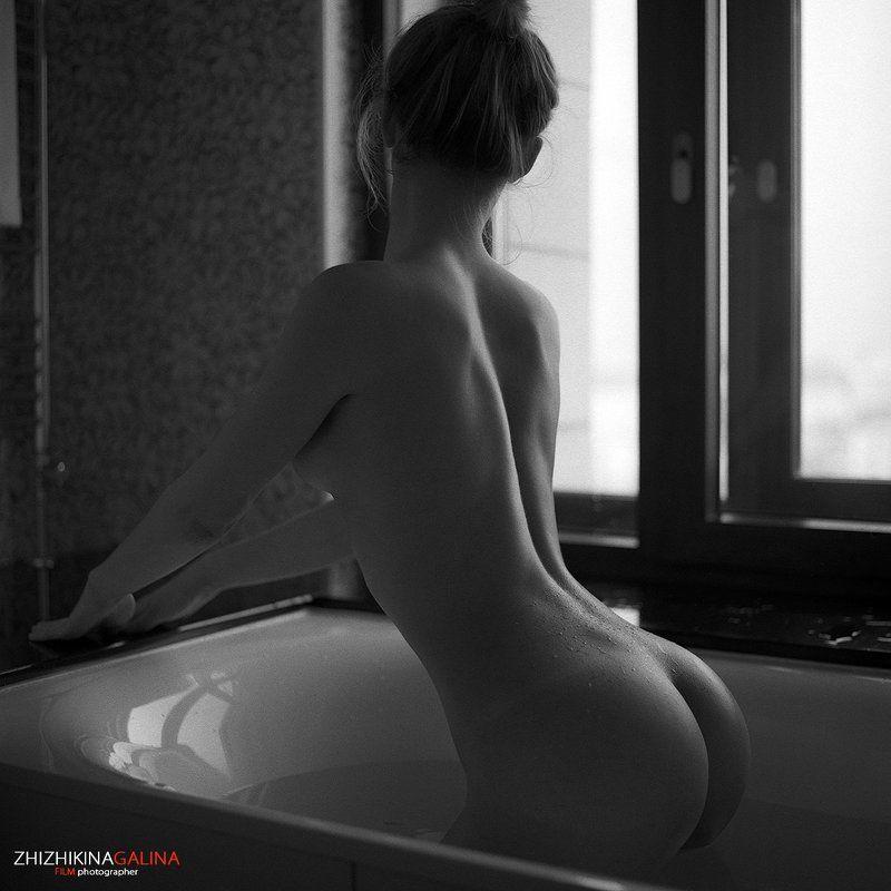 девушка, окно, модель, портрет, жанр, ванна, капли, вода, креатив, ню, топлесс, фотография, фотосессия, прикосновение, ч/б, 6х6, m-format, middle, film, b&w, soul, photo, photography, portrait, nature, black, art, nude, artnu, nu Капелькиphoto preview