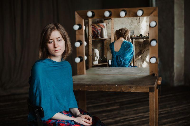 зеркало, портрет, отражение, девушка Ложь отраженияphoto preview