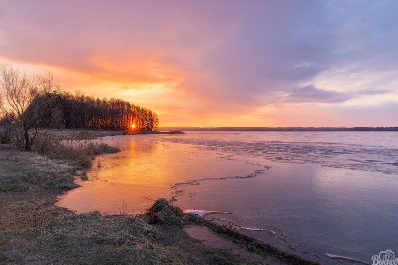 озеро,сенеж,озеро сенеж,рассвет,подмосковье,московская область,лёд,утро,берег,солнечногорск Озеро Сенежphoto preview