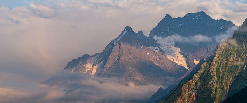 горы, предгорья, хребет, вершины, пики, снег, домбай, скалы, холмы, долина, облака, путешествия, туризм, карачаево-черкесия, кабардино-балкария, северный кавказ ПОД ОДЕЯЛОМ ОБЛАКОВphoto preview
