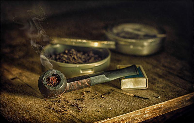 still life, натюрморт, винтаж, ретро,  табак, курительная трубка, спички, коробка, книги, дым, аромат, минздрав предупреждает...photo preview
