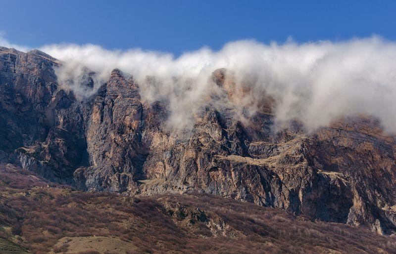 Ласкают горы облакаphoto preview