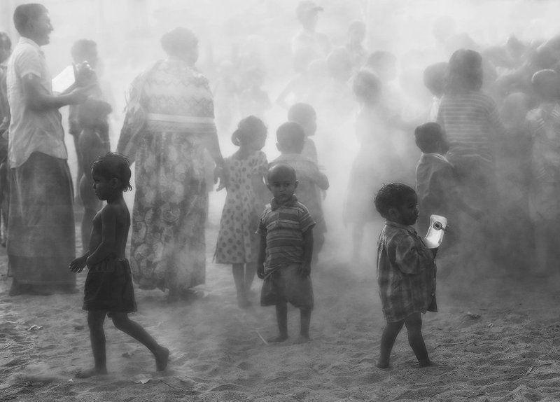 бангладеш, пыль, песок, дымка, грязь, толпа, дети, мальчик, одиночество Одинphoto preview