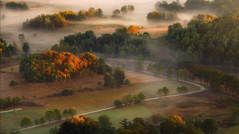 landscape,canon,mist,light,autumn Trzcińsko a Tiny Village in the Valley.photo preview