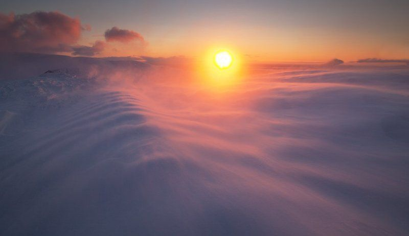 пейзаж,хибины,россия,снег,свет,солнце,небо,тень,метель На вершине горphoto preview