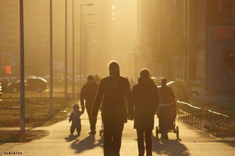 Улица, пара, стрит-фото, любовь, Весна, город, объёмный свет, жанр. В Весну!photo preview