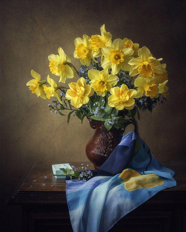 натюрморт, весна, весенний букет, нарциссы, незабудки, шарф Натюрморт с желтыми нарциссамиphoto preview