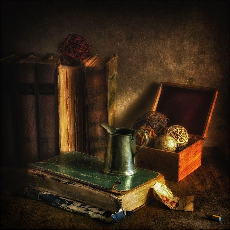 still life, натюрморт,  книги, винтаж, ретро, шкатулка, клубок, молочник, календарь, карандаш натюрморт с  книгамиphoto preview