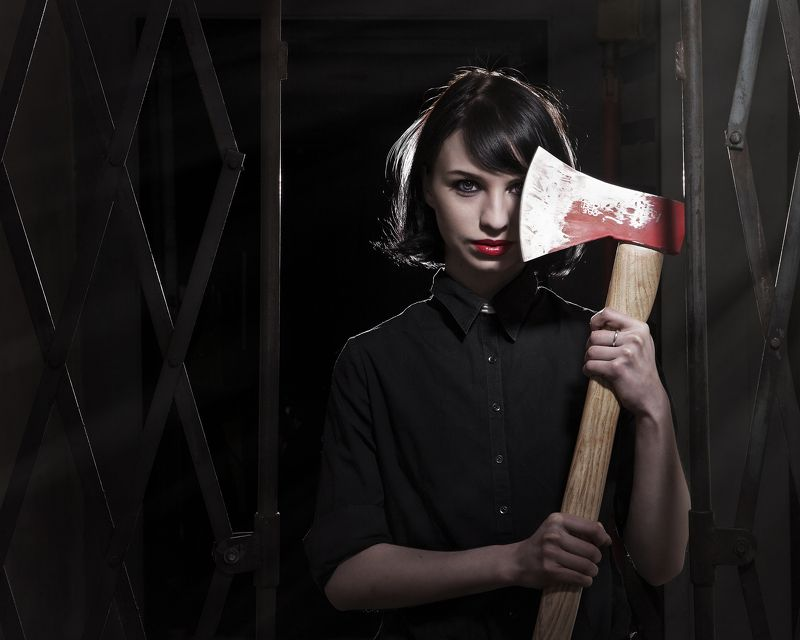 Портрет с топором в бункереphoto preview