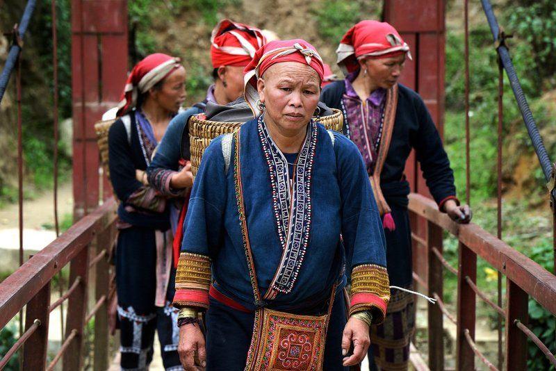 vietnam,sapa, traditional,people Долгая дорога в деревнюphoto preview